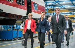 Zu Besuch in Bussnang: Nationalrätin Edith Graf-Litscher (SP/TG), Bundesrätin Karin Keller-Sutter und Alt Nationalrat Peter Spuhler (SVP/TG).