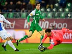 GC-Goalie Heinz Lindner rettete in der 88. Minute mit einer Glanzparade seiner Mannschaft einen Punkt. Österreichs Nationalgoalie war wie in den Wochen zuvor eine der funktionierenden Konstanten im Spiel der Zürcher (Bild: KEYSTONE/GIAN EHRENZELLER)