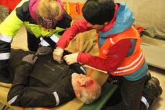 Dieser Mann erlitt eine schwere Gesichtsvereltzung beim abruptem Stopp der Luftseilbahn. (Bild: Paul Gwerder, Unterschächen, 29. April 2019)