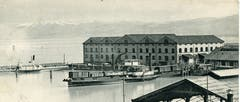Der Hafen Romanshorn um 1900 mit dem Dampfschiff Bodan und der zweiten Dampftrajektfähre. Sie kam für die Trajektverbindung Romanshorn-Lindau zum Einsatz und schleppte bei Bedarf auch Trajektkähne. (Sammlung: Anton Heer)