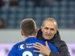 Thomas Häberli ist bei den FCL-Spielern angekommen (Bild: KEYSTONE/URS FLUEELER)