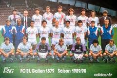 Dieses Poster der Mannschaft von 1989/90 mit Ivan Zamorano und Hugo Rubio (mittlere Reihe, 3. und 4. von rechts) hängt ebenfalls in Robert Adolfs Wohnung. (Bild: Ralph Ribi)