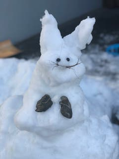 Hier wird der Schnee seinem Erscheinungs-Zeitpunkt entsprechend verwertet: Schneeosterhase in Buochs. (Bild: Nicole Baumgartner, 5. April 2019)