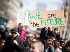 Wir sind die Zukunft: Klimademo in Lausanne. (Bild: KEYSTONE/VALENTIN FLAURAUD)