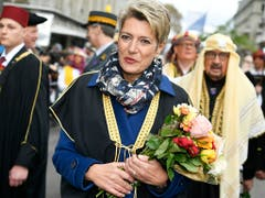 Bundesrätin Karin Keller-Sutter am Sechseläuten-Umzug 2019. (Bild: KEYSTONE/WALTER BIERI)