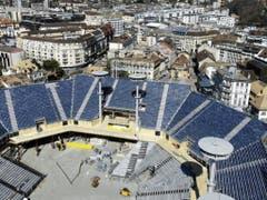 Die gewaltige Arena auf dem Marktplatz in Vevey verfügt über 20'000 Plätze. (Bild: Keystone/LAURENT DARBELLAY)
