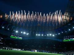 Am Mittwoch wurde der neue Fussballtempel der Nordlondoner mit einem grossen Fest eingeweiht (Bild: KEYSTONE/AP/KIRSTY WIGGLESWORTH)