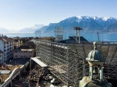 Die Arena am Genfersee wird kurz vor dem 20. Mai an die künstlerische Leitung übergeben. Die Baurbeiten laufen nach Plan. Ein Bild vom 20. März. (Bild: Keystone/JEAN-CHRISTOPHE BOTT)