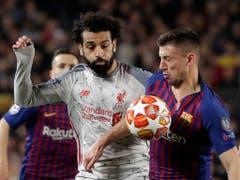 Neben Liverpools Superstar Mohamed Salah wirkt Clément Lenglet fast klein (Bild: Keystone/AP/Emilio Morenatti)