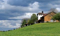Einmal die untypische Rückseite des Schloss Dottenwil. (Bild: Walter Schmidt)