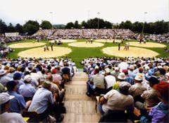 Das 92. Innerschweizerische Schwingfest 1998 in Rothenburg – Festplatz bei den Sportanlagen Chärnsmatt. (Bild: Schwingklub Rothenburg)