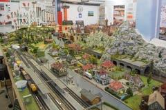 Dem Besucher präsentieren sich zwei Anlagen. Die grössere mit der Spur H0 ist mit einer zweigleisigen Hauptstrecke und einer eingleisigen Nebenstrecke konzipiert. (Bild: Boris Bürgisser, Schenkon, 1. Mai 2019)