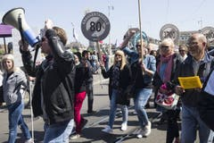 Protest und Gegenprotest: Der 1.-Mai-Umzug in der Basler Innenstadt trifft auf ein Störmanöver von Unia-Separatisten der Basis 21.