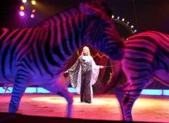 Die Italienerin Soara Bobba zeigt ihre Zebra-Nummer 2003. (Bild: KEYSTONE/Caliope Foschini)