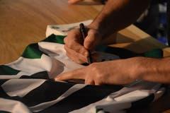 Die FCSG-Spieler Tranquillo Barnetta und Andreas Wittwer geben Autogramme. (Bild: Ruben Schönenberger, 11. Mai 2019)