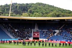 Die Sicherheitskräfte stellten sich vor dem Gästesektor auf. (Bild: KEYSTONE/Alexandra Wey, Luzern, 12. Mai 2019)