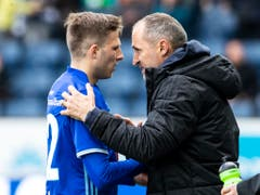 Luzerns Idriz Voca mit seinem Trainer Thomas Häberli: Wegen der GC-Chaoten blieb die Leistung des FCL ungekrönt (Bild: KEYSTONE/ALEXANDRA WEY)
