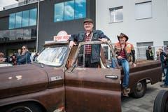 «Hämpu» Kaufmann und sein Kumpel «Ürsu» Hofer rollten mit einem rostigen Chevrolet C10 Pick Up Jahrgang 1965 aus Schötz an. (Bilder: Roger Grütter, Willisau, 12. Mai 2019)
