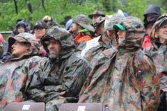 Die Militärpelerinen schützten die Gäste vor Regen und Kälte. (Bild: Paul Gwerder, Bürglen, 12. Mai 2019)