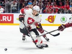 Philipp Kuraschew gab den Assist zum 1:0 der Schweizer gegen Lettland (Bild: KEYSTONE/MELANIE DUCHENE)