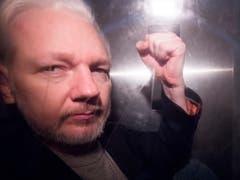 Die schwedische Justiz nimmt die Ermittlungen gegen Wikileaks Co-Gründer Julian Assange wieder auf. (Bild: KEYSTONE/EPA/NEIL HALL)