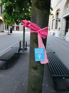 Der Hinweis auf den Frauenstreik an der Gutenbergstrasse beim Bahnhofplatz.