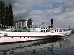 Zwischenzeitlich ein schwimmendes Restaurant: Seit dem Sommer 2014 verkehrt die «Neuchâtel» wieder in Fahrplandienst. (Bild: Keystone/SALVATORE DI NOLFI)