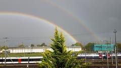 Ein doppelter Regenbogen über Romanshorn. (Bild: Wendolin Stieger)