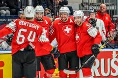Christoph Bertschy, Simon Moser, Roman Josi, Romain Loeffel (von links) jubeln nach dem Tor zum 2:0. (Bild: Andy Müller / Freshfocus, Bratislava, 14. Mai 2019)