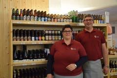 Conny und Christof Widmer sind beide seit Jahren spezialisiert auf Bier. Ihr Laden hat über 500 unterschiedliche Biere im Angebot.