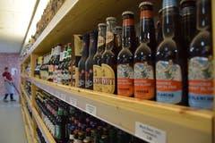 Bier-Boom: Über 1000 Schweizer gelten offiziell als Brauer. Folglich füllen sich die Regale mit unterschiedlichen Sorten des Weizengetränks. (Bilder: Nicola Ryser)