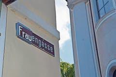 Die Herrengasse in Schwyz wurde wie angekündigt zur Frauengasse.