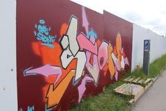 Abstrakteres ist auf einer anderen Seite der Wand zu finden: An der Flawilerstrasse hat sich ein Künstler diesem Graffiti gewidmet.