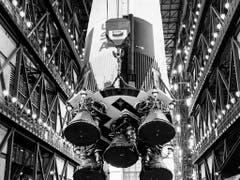 Bereits am 24. Januar 1969 wurde die erste Brennstufe der Saturn-Trägerrakete für die Apollo 10-Mission installiert. (Bild: KEYSTONE/NASA/STR)