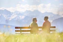 Zwei Grundpfeiler der schweizerischen Wohlfahrt sollen gesichert werden: angemessene AHV-Renten... (Bild: KEY)