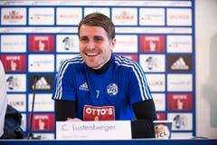 Lustenberger bei der Pressekonferenz zu seiner Vertragsverlängerung mit dem FC Luzern vor drei Jahren. (Bild: Roger Gruetter, 12. Februar 2016)