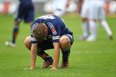 Claudio Lustenberger ist enttäuscht nach dem Spiel gegen den FC Thun. (Bild: Philipp Schmidli, 20. Mai 2012)