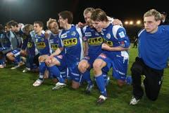Claudio Lustenberger (2.v.r.) bejubelt den 1:0-Sieg gegen den FC Basel.(Bild: Philipp Schmidli, 29. März 2008)