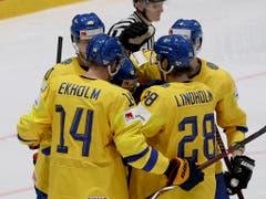 Vor einem Jahr gewann Schweden an der WM zweimal gegen die Schweiz: 5:3 in der Vorrunde und 3:2 nach Penaltyschiessen im WM-Final von Kopenhagen (Bild: KEYSTONE/AP/RONALD ZAK)