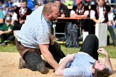 gegen Sven Schurtenberger, links, musste sich Joel Kessler im Schlussgang geschlagen geben. (Bild: Walter Bieri/Keystone, Bennau, 19. Mai 2019)