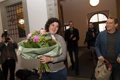 Erhält Blumen trotz Nichtwahl: Korintha Bärtsch. (Bild: Eveline Beerkircher, Luzern, 19. Mai 2019)