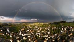 Regenbogen über Kirchberg. (Bild: Marc Bollhalder)