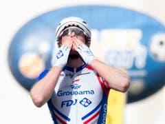 Die Freude beim Überqueren der Ziellinie ist gross. Der Thurgauer feiert seinen dritten Etappensieg bei der Tour de Romandie nach 2015 in Freiburg und 2017 in Bulle. Es ist sein insgesamt zehnter Sieg als Profi (Bild: KEYSTONE/LAURENT GILLIERON)