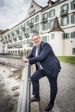 Peter Martin, Direktor des Insel-Hotels, ist ein gebürtiger Londoner und Fan des Fussballclubs Tottenham Hotspurs. (Bild: Andrea Stalder)