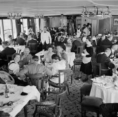 Ursprünglicher Salon 1. Klasse auf dem Hauptdeck der «Stadt Luzern» (1928), zirka 1939. (Bild: Karl Manz/Aura)