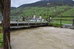 Viel Wasser hat unter dieser Brücke nicht mehr Platz. (Bild: Timon Kobelt)