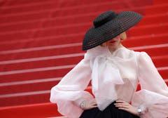 Das Jury-Mitglied Elle Fanning posiert für die Fotografen. > Filmpremiere «Once Upon a Time in Hollywood» (Bild: Vianney Le Caer/Invision/AP)