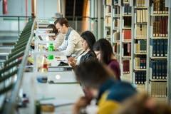 Ruhe, bitte: In der Bibliothek ist kein Mucks zu hören. (Bild: Reto Martin)