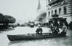 Bootfahren beim Schwanenplatz anno 1910. (Bild: Stadtarchiv Luzern/ F2a/NATUREREIGNISSE/19.XII:01)
