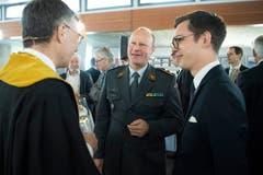 HSG-Rektor Thomas Bieger, Divisionär Willy Brülisauer und Yannik Breitenstein, Präsident der Studentenschaft (v.l.). (Bild: Ralph Ribi)